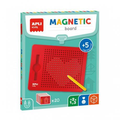 Магнитна дъска с размери 215х12х170 мм, в червен цвят.